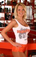 Hooters-girl-ashley